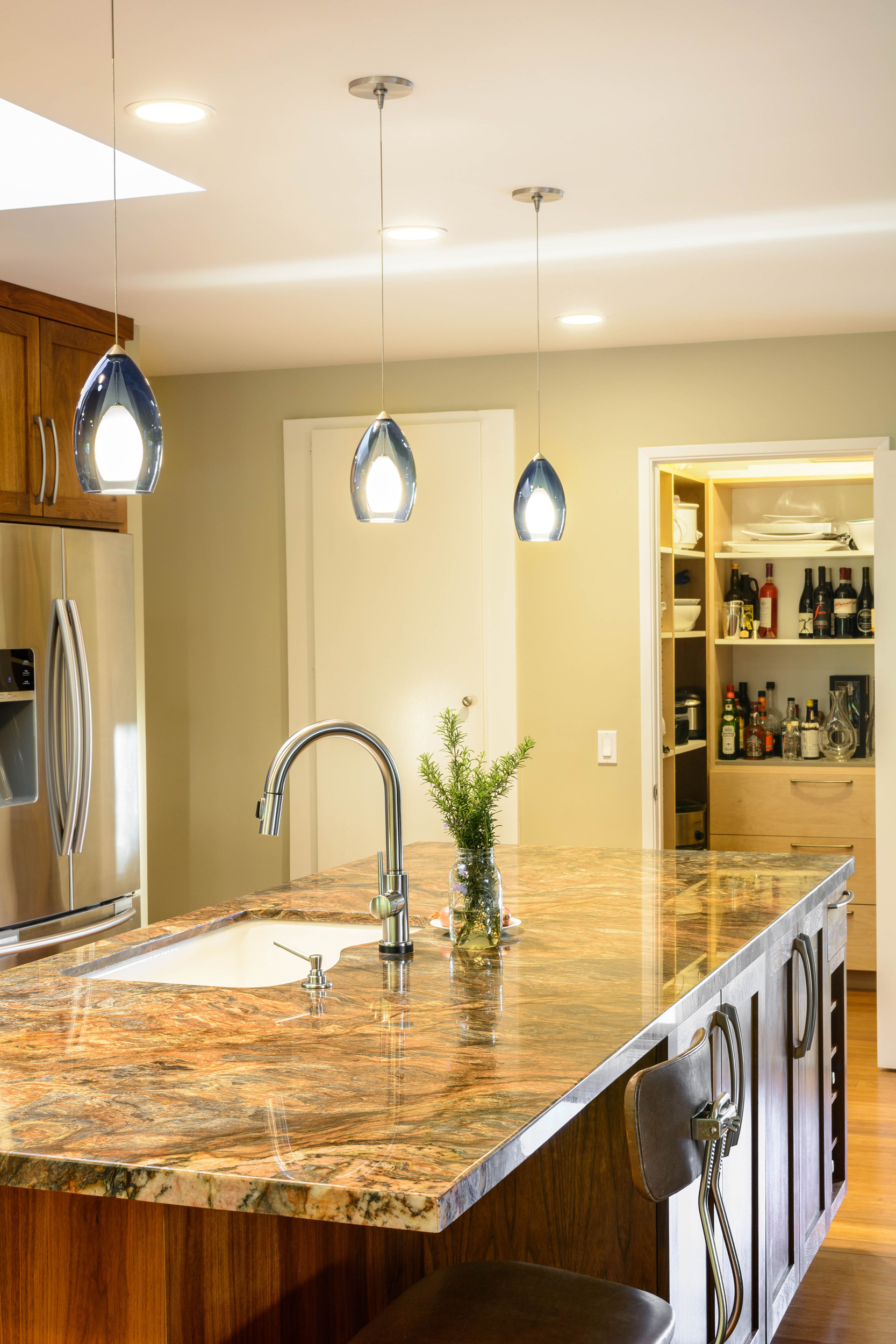 Kitchen island with sink and bar seating for one: a nice way to mingle