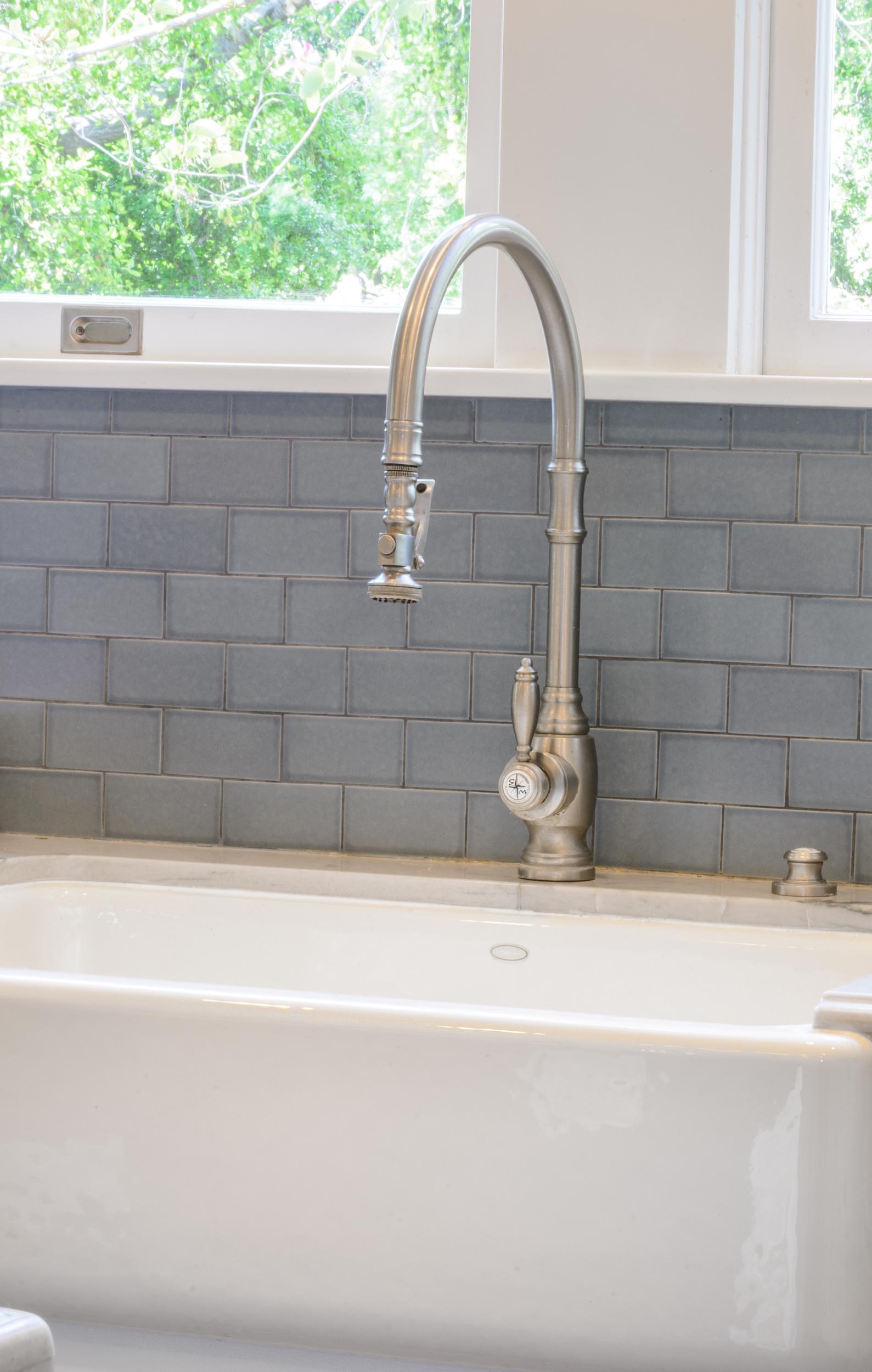 Traditional-Craftsman-Kitchen-Farmers-Sink-Gooseneck-Faucet.jpg