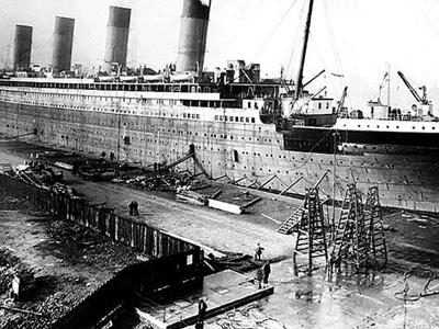 Titanic-Harland-Wolff--Construction-Drydock-400-x-300.jpg