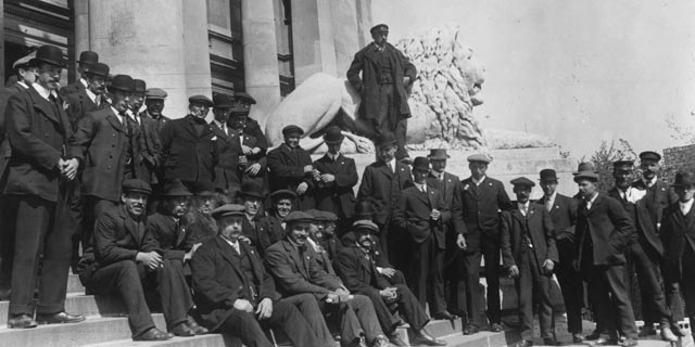 The surviving crew of Titanic awaiting the Portsmouth court to open for the British inquiry