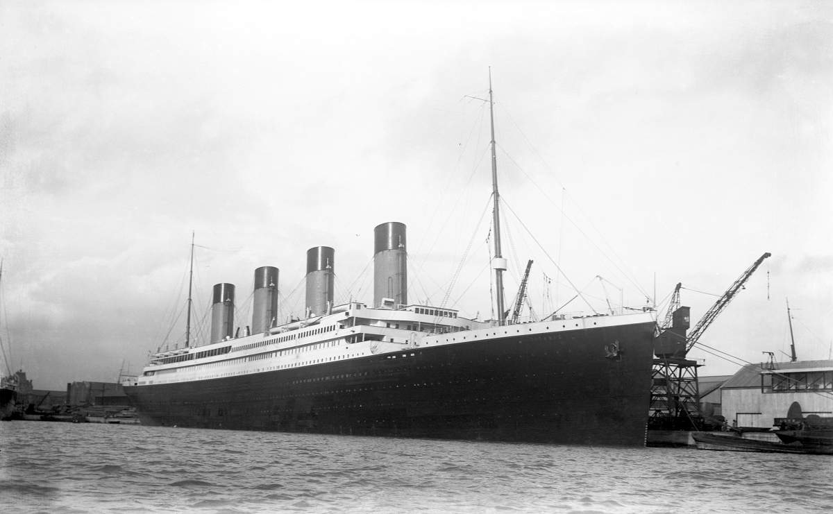 side-view-of-the-titanic-at-the-docks-in-belfast-1912-149-p.jpg