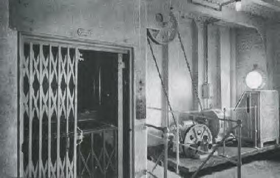 TITANIC - ELEVATOR.JPG