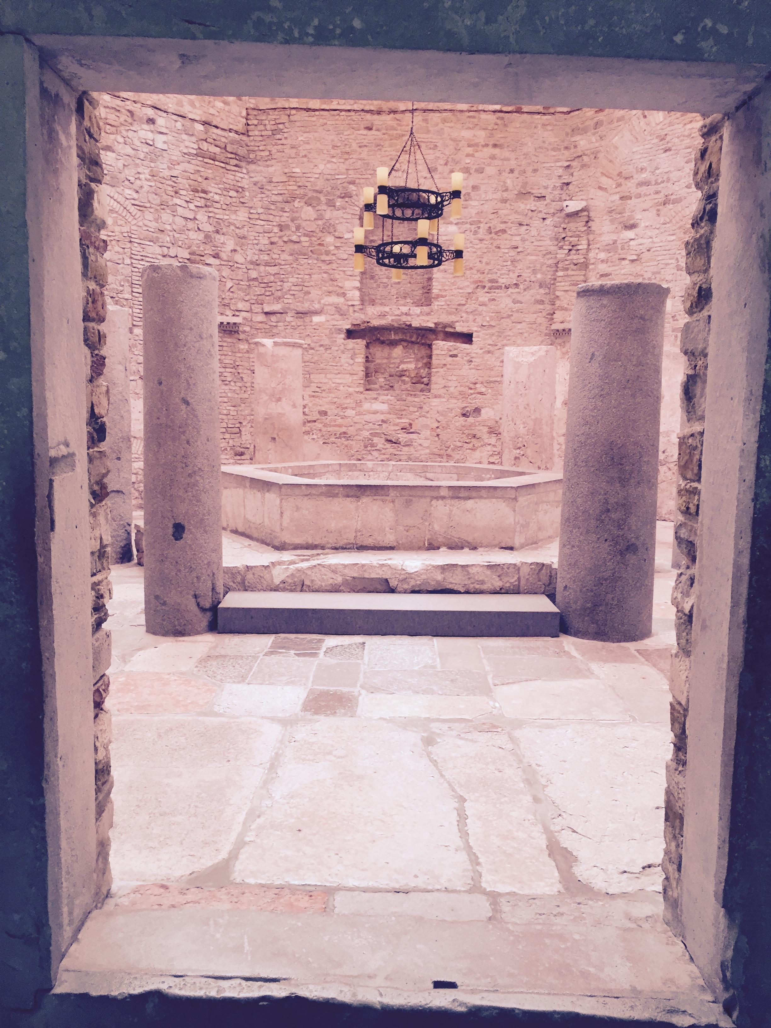 Aquileia_Baptistery.jpg