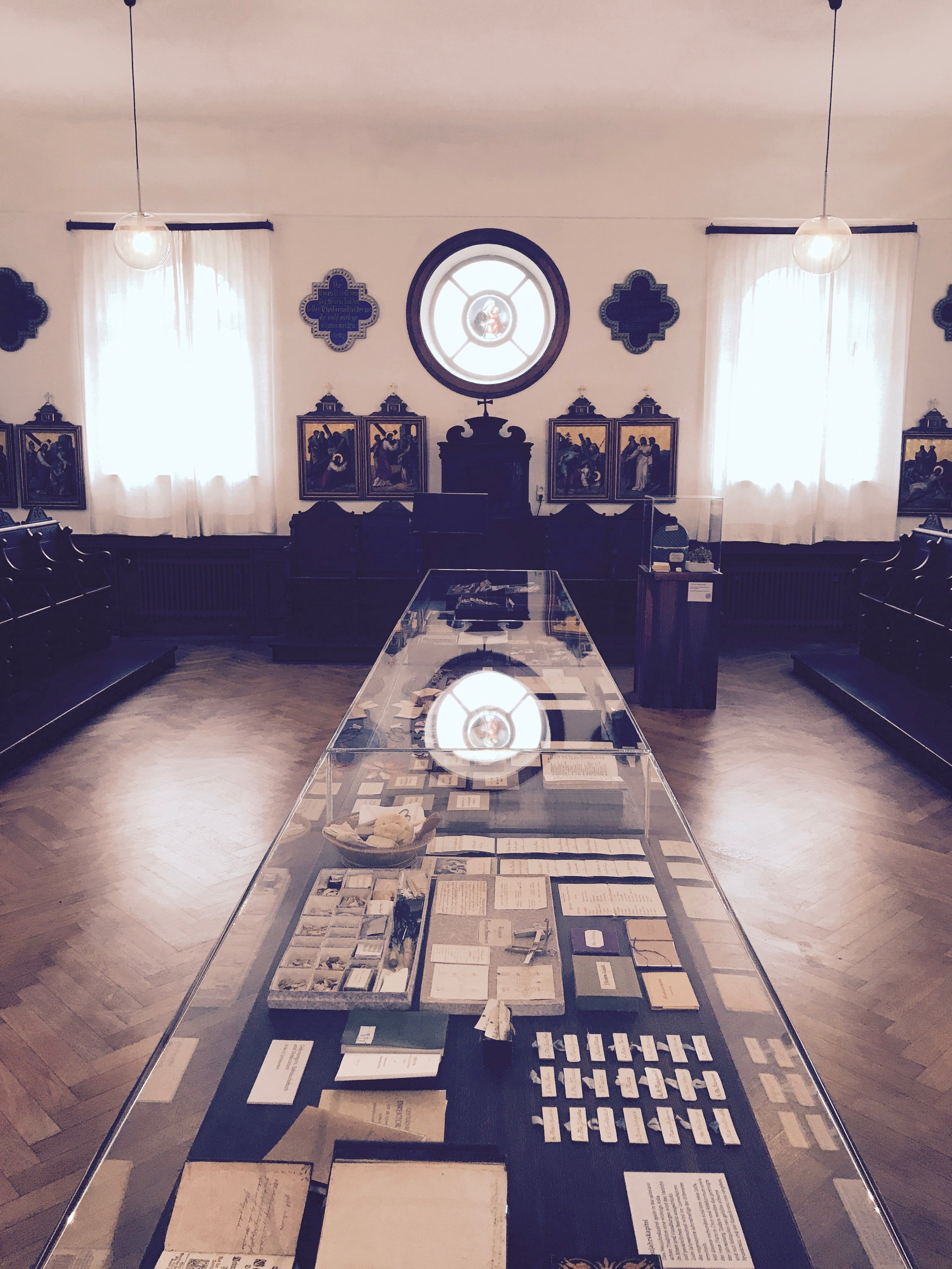 the display case in the centre of the oratory
