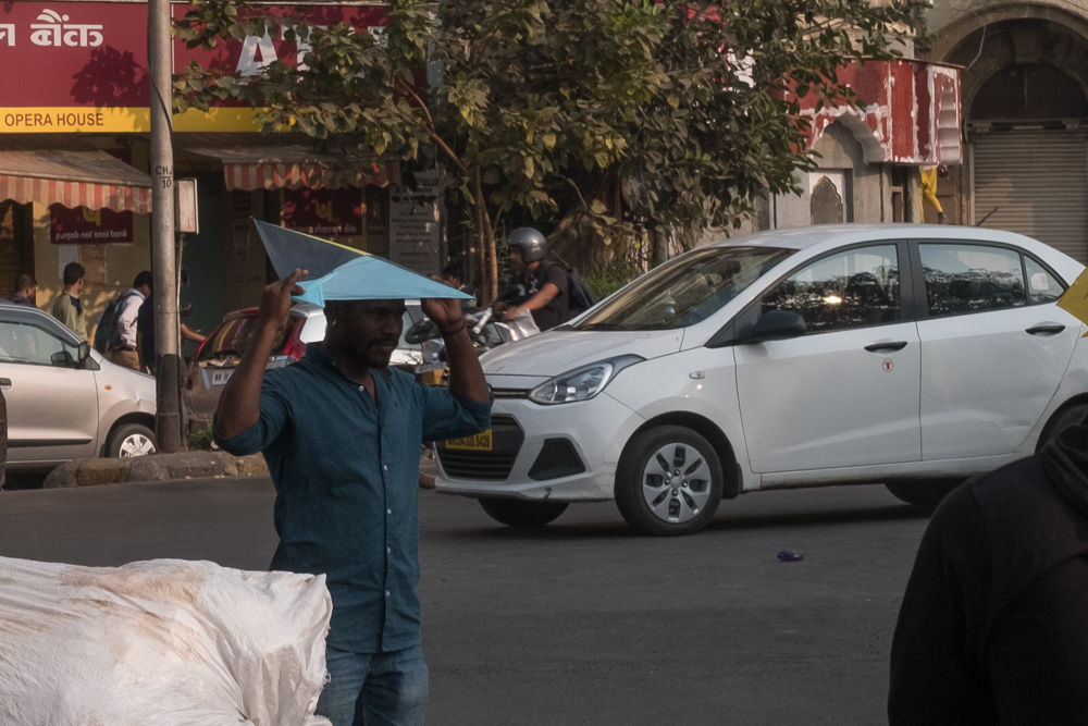201701141618DSCF1249-Flaneur  -Mumbai - kite - flying - street photography.jpg