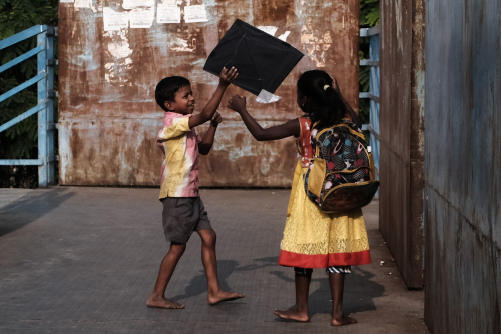 DSCF1189-Flaneur  -Mumbai - kite - flying - street photography.jpg