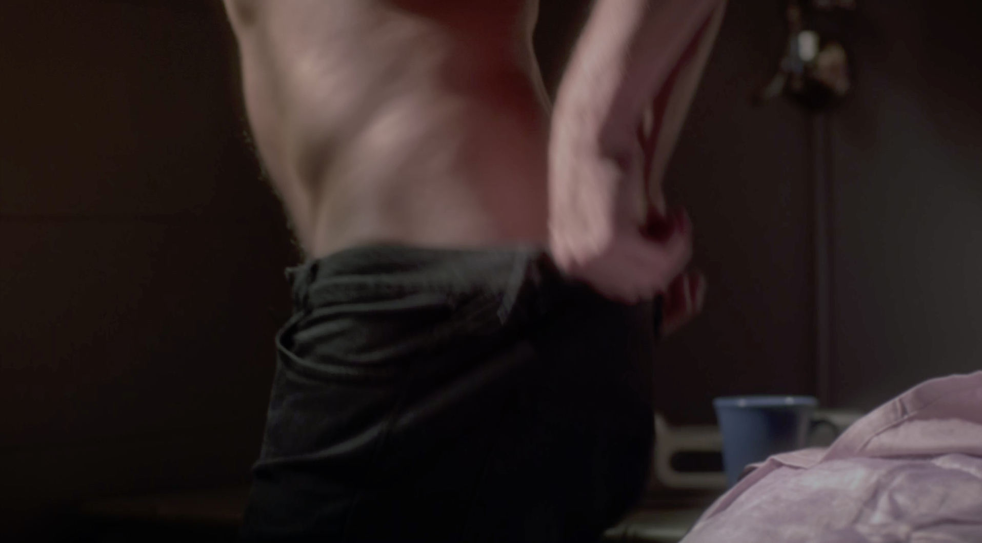 Midway through s06e20, Caleb gets dressed after some Spaleb sex. He does not appear to be wearing underwear.