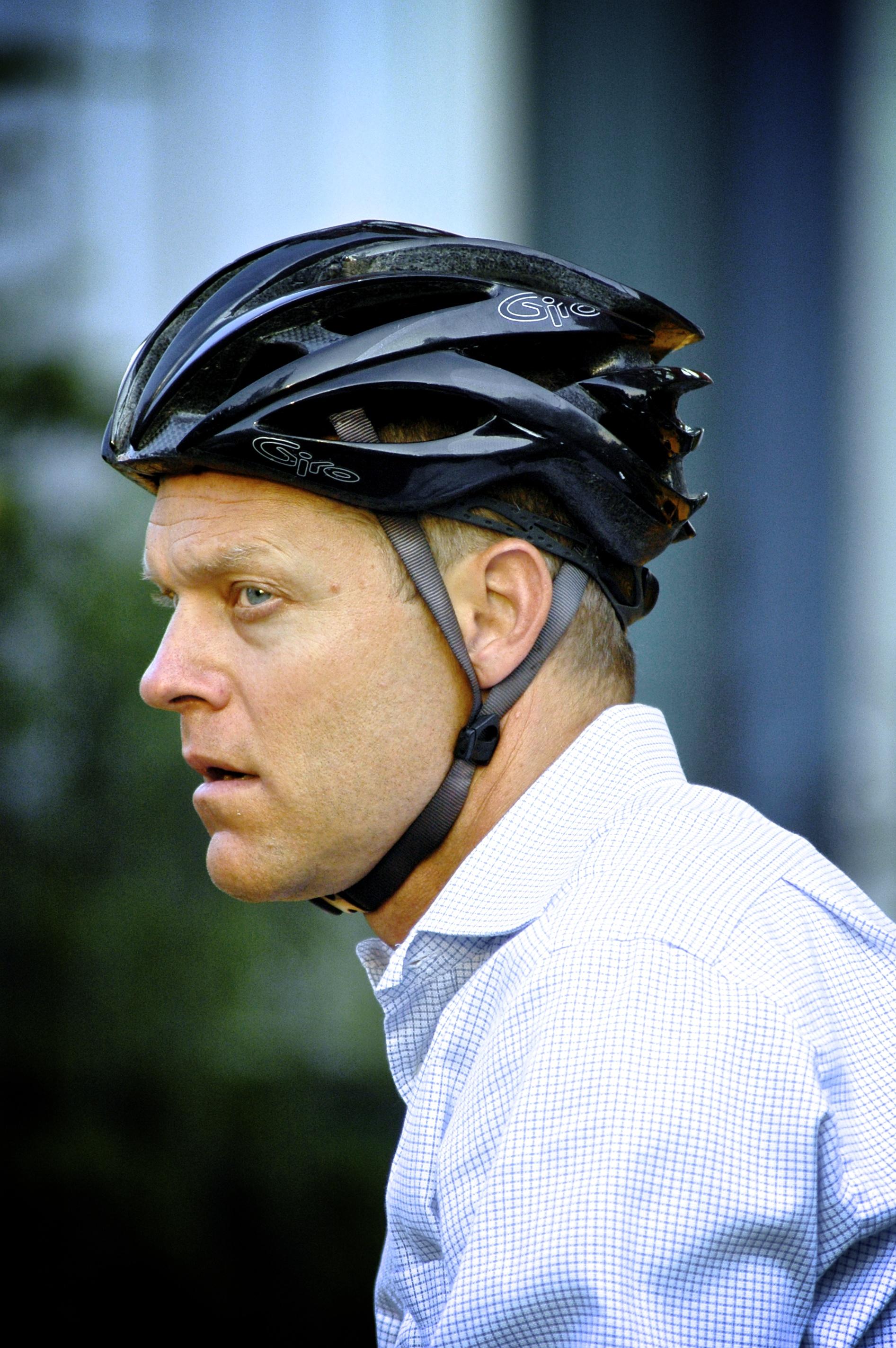 גבר על אפניים במנהטן
