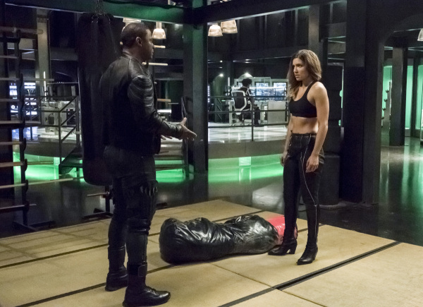 arrow-season-6-photos-1.jpg