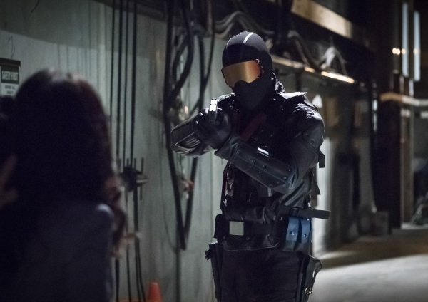 arrow-season-6-photos-5.jpg