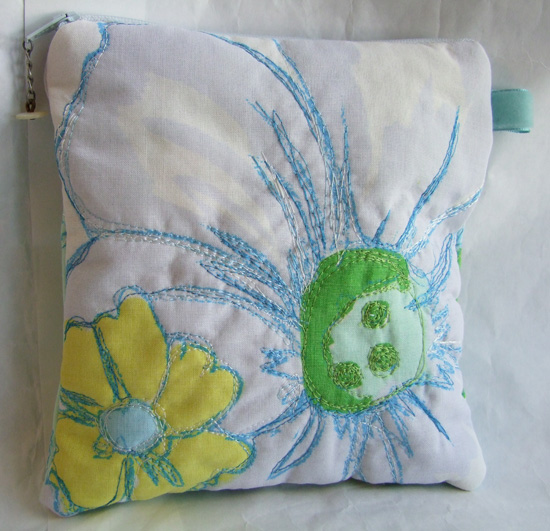 Free Motion Flower Pouch1.jpg