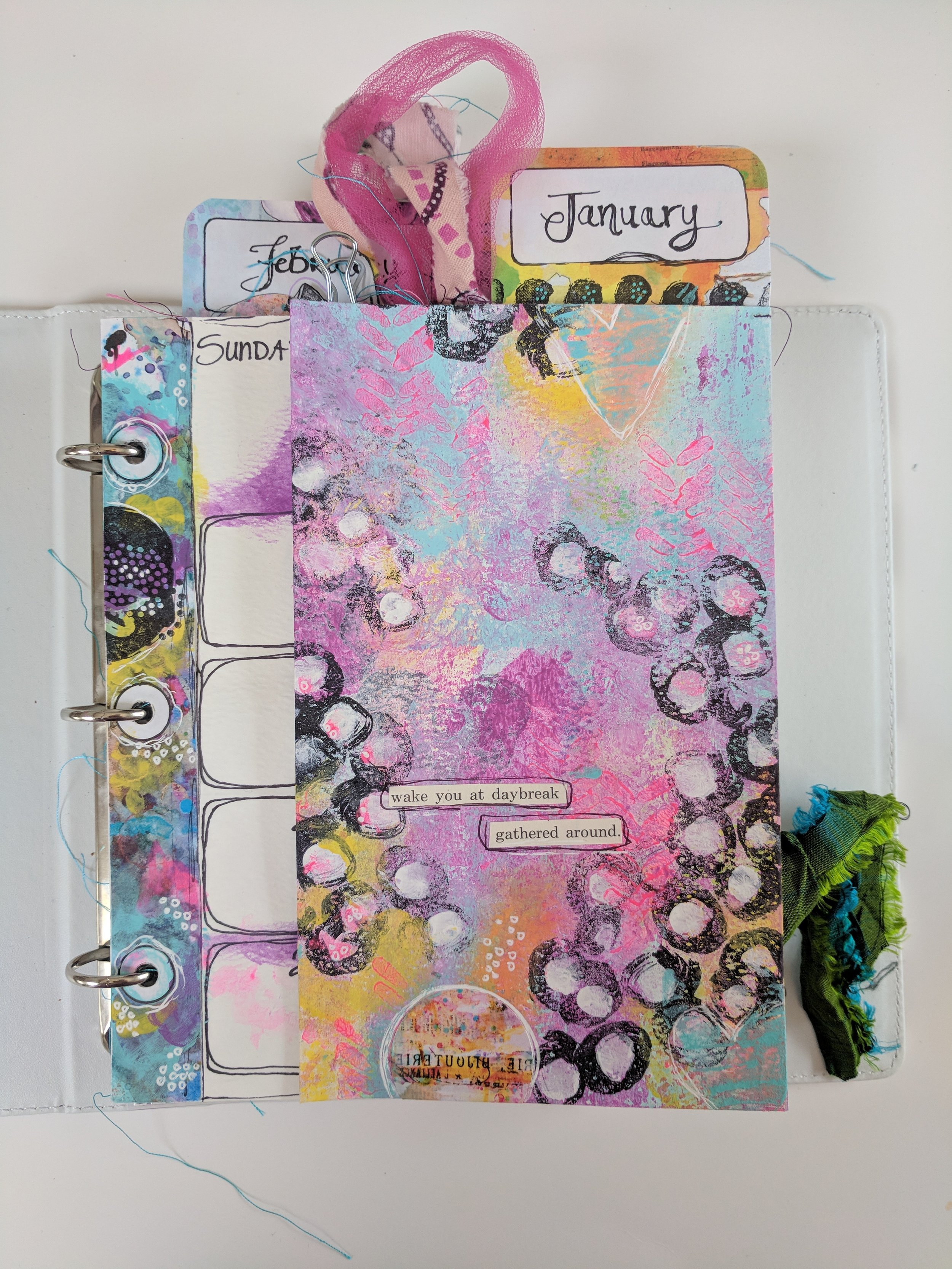 Check out this video tutorial as Design Team member Anna Friesen creates this beautiful UnPlanner as her project. Anna takes you step by step through creating this UnPlanner spread for which is perfect for organising all of your arty adventures. She uses Art Pops™ and Paperbag Studios Stamps. @robenmarie @annawho #robenmarie #robenmariedesignteam #paperbagstudios #artpops #mixedmedia #diy