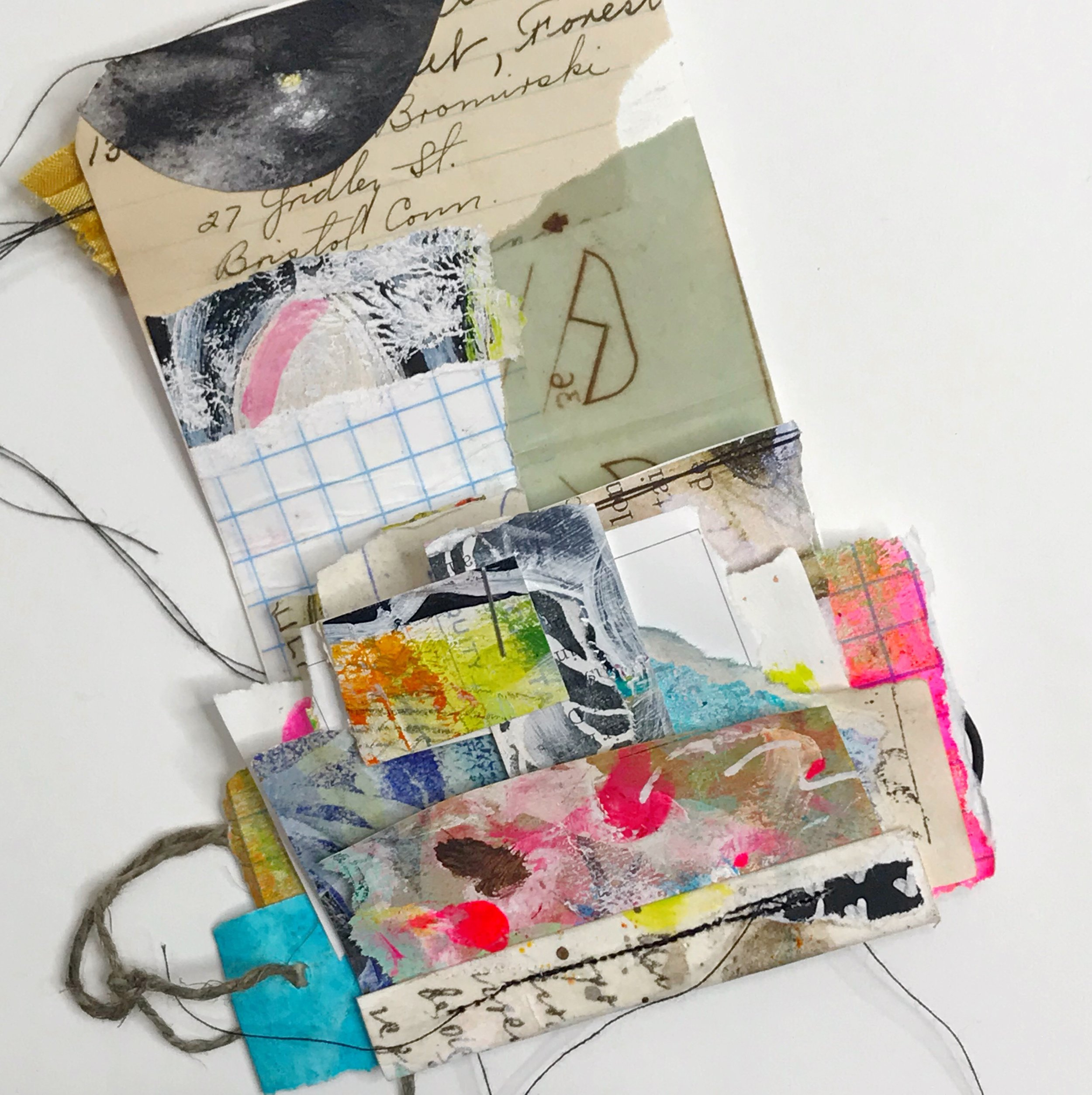 Mixed media art by Roben-Marie Smith #robenmarie #robenmariesmith #collageart #collage #minibooks #minijournals #scrapsampler #techsavvyartist #the100dayproject #100daysofworkingsmall