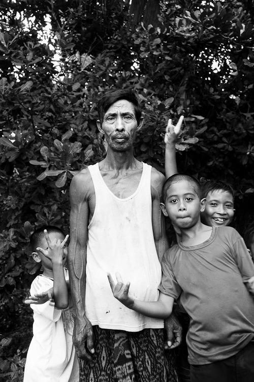 Bloke accosted by kids, Lombok