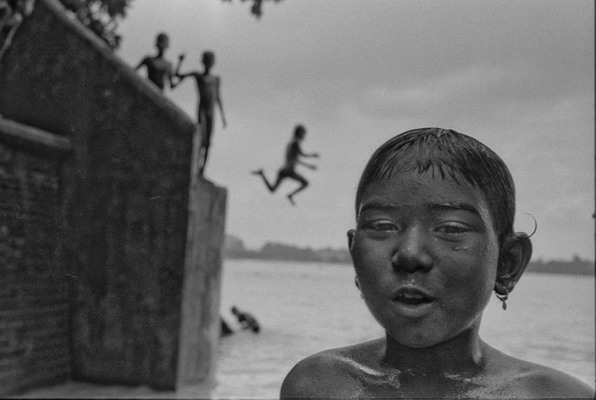 Hooghly River, Kolkata, West Bengal, 2003