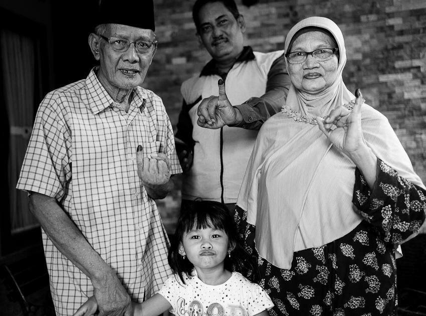 Idris Family: Pak Idris, Pak Eko, Ibu Marliana & Kamila, Jakarta Selatan, Legislative Elections, April 2014