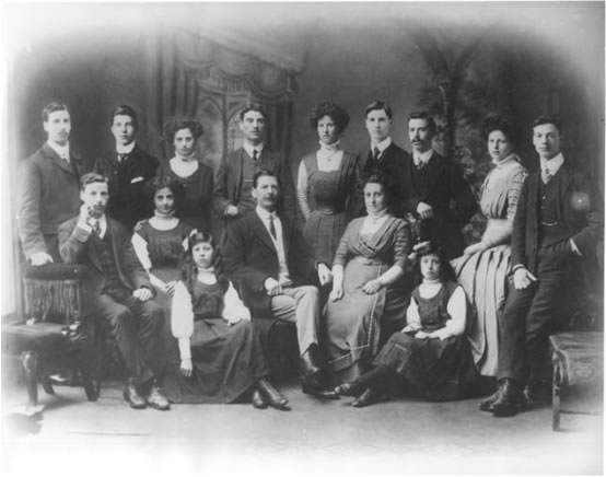 Robert Jnr. and Martha Anderson (formerly Williams) and their family