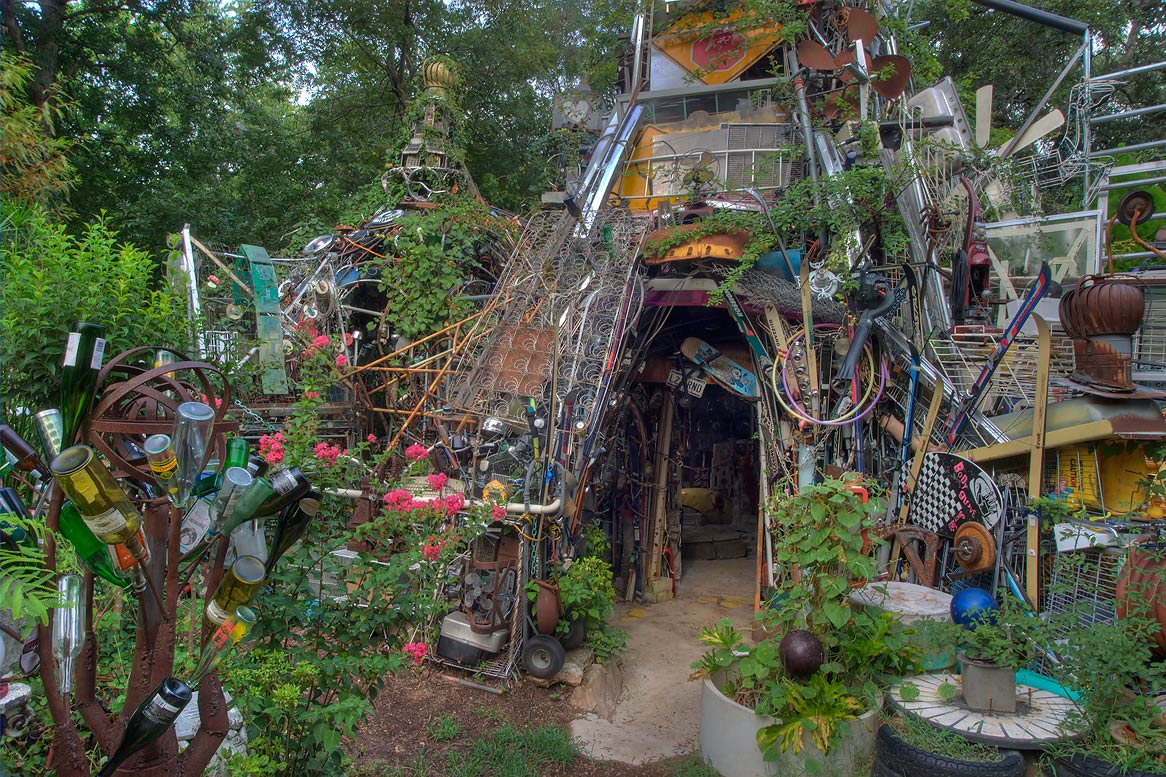 Vince Hannemann original cathedral of junk entrance Austin Texas.jpg