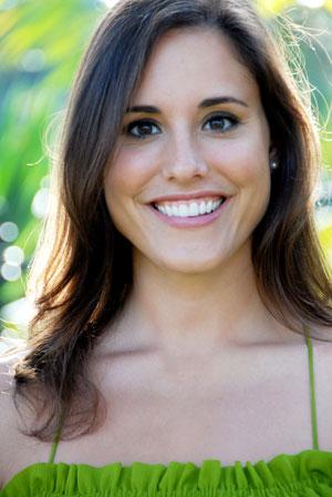 Amelia Meena headshot Appleshine lifestyle organization new york.jpg