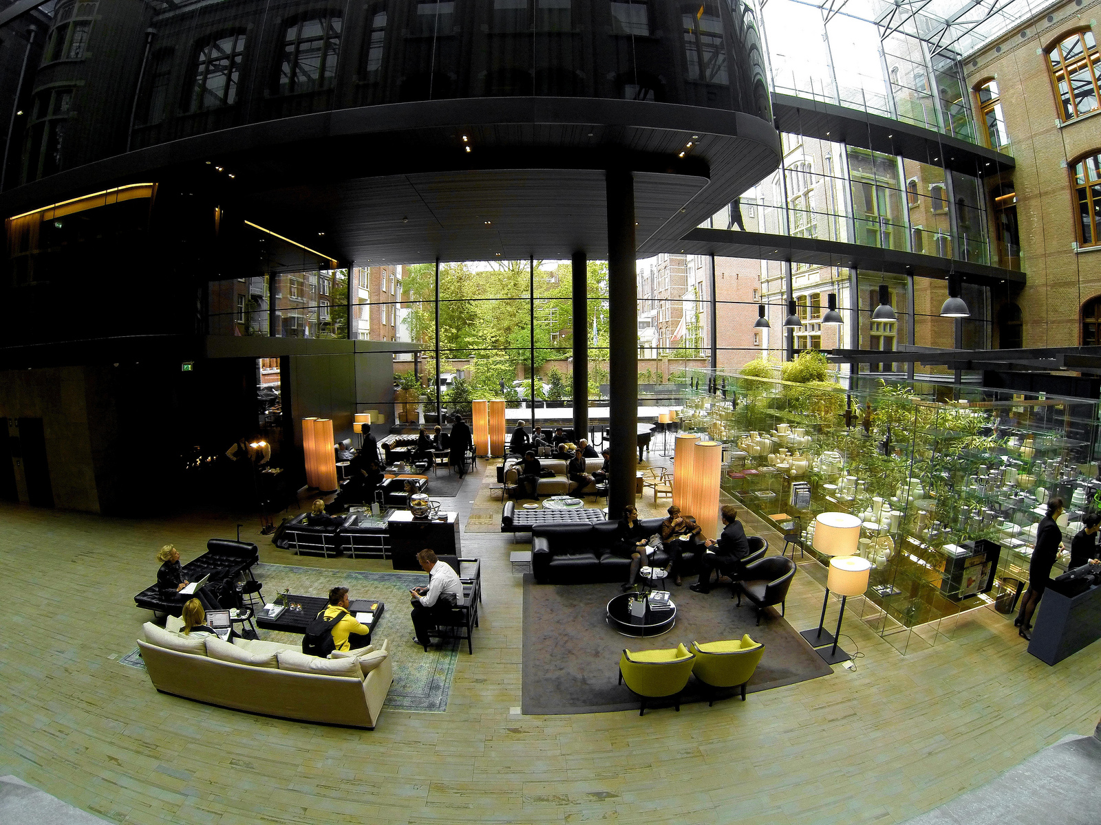 massive-lobby-entrance-area-front-courtyard-designed-by-piero-lissoni-conservatorium-hotel-amsterdam.jpg