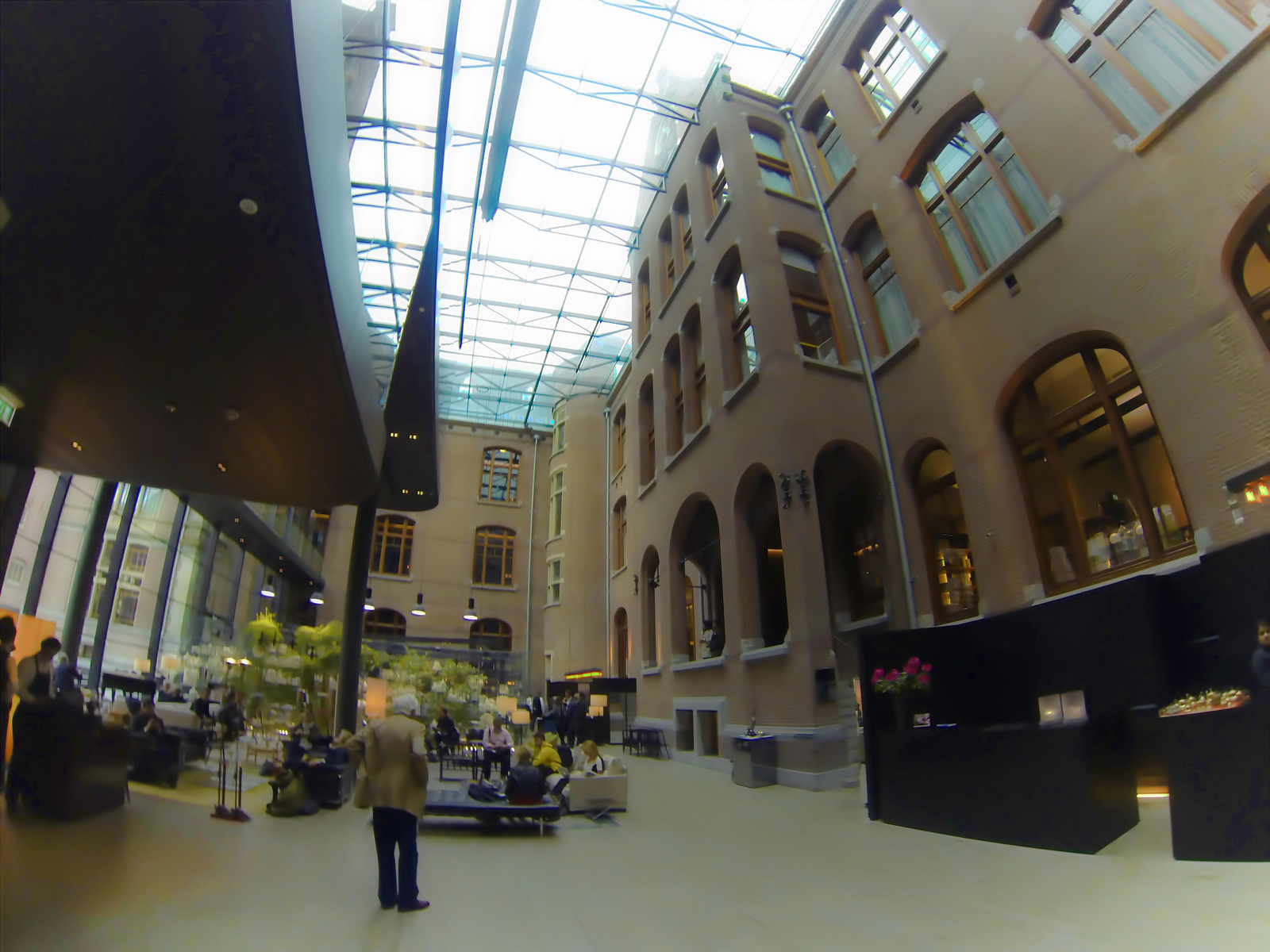 couryard-exterior-old-music-conservatory-modern-lobby-front-desk-conservatorium-hotel-amsterdam.jpg