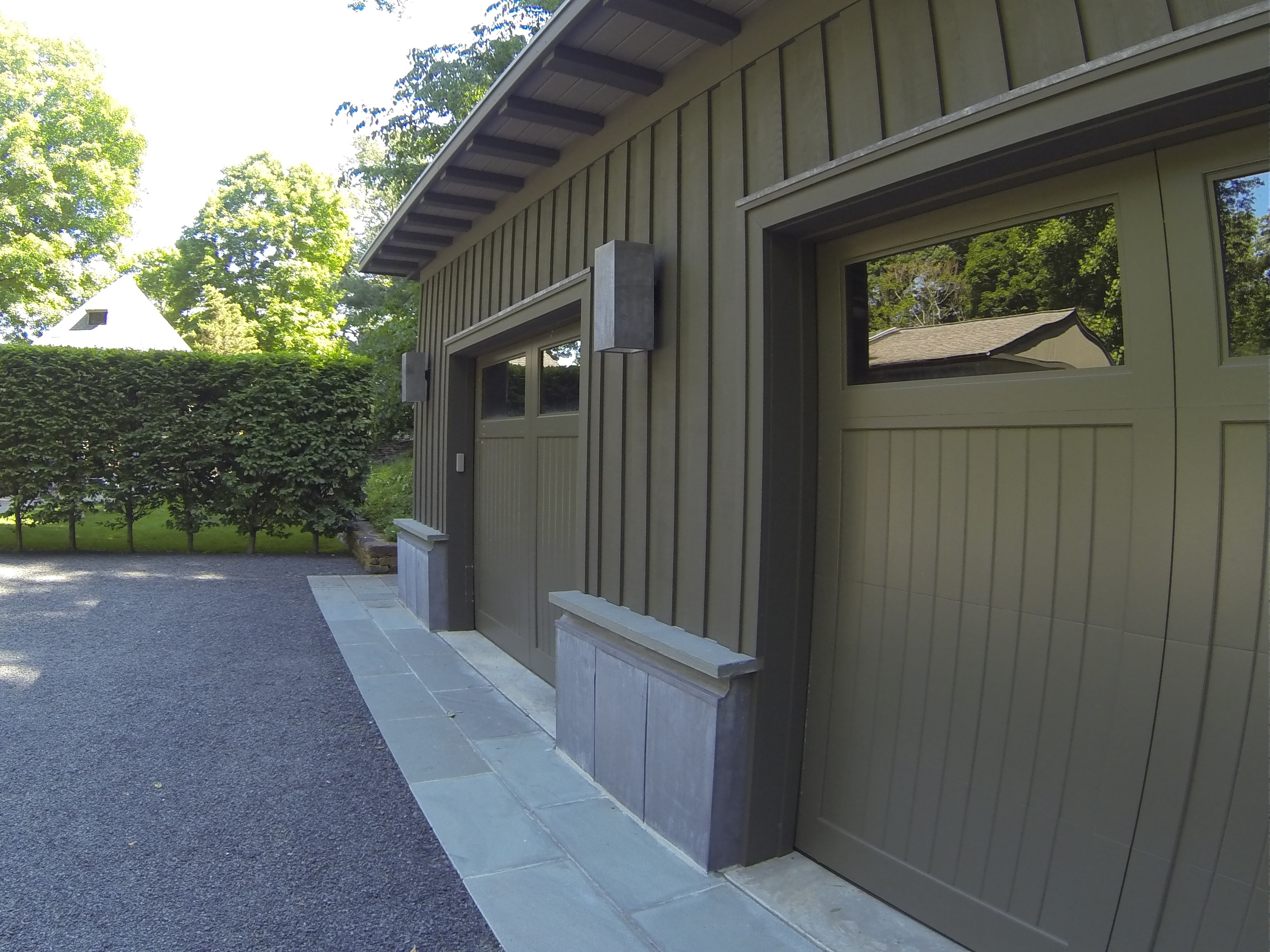 We love the little design details of the garage that greets visitors in a turn-around parking bay and the hornbeam hedge.