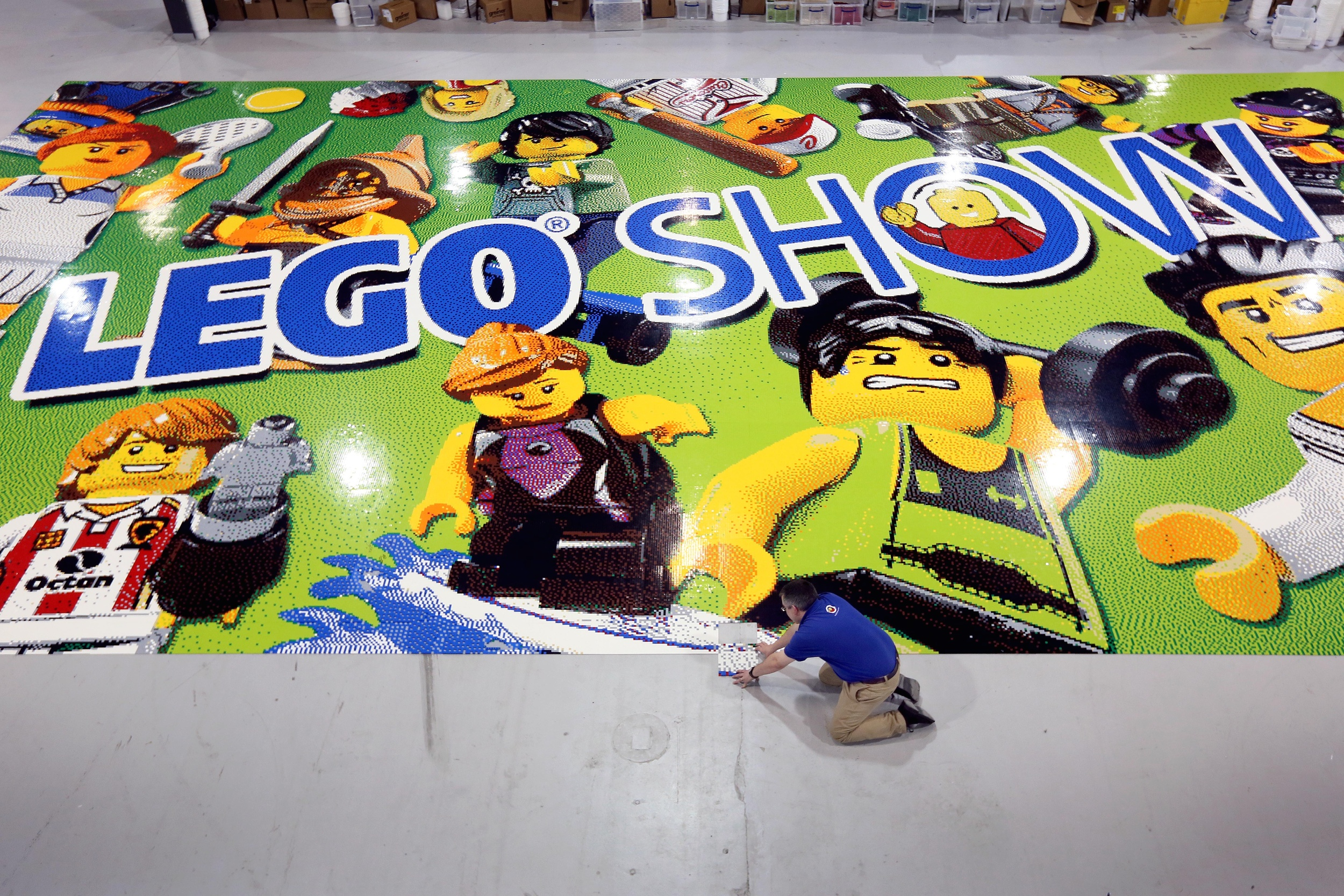 Warren places the last piece on the worlds' largest LEGO mosaic.jpg