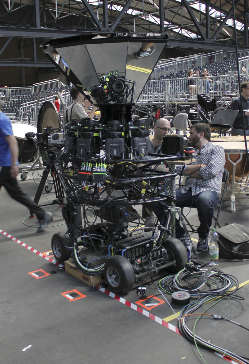 The Omnicom with six Arri M Cameras to capture footage in ultra-high resolution.