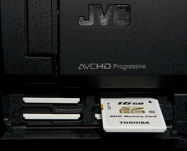 3840 x 2160 images are recorded onto four SDHC cards simultaneously and then stitched back together.