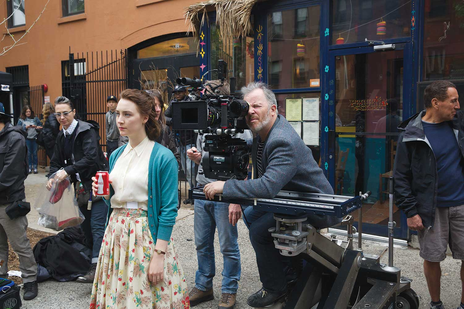 Yves Bélanger shoots while actress Saiorse Ronan doesn't try to hide her product placement.