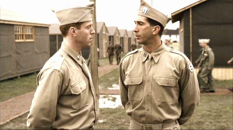 Damian Lewis som Winters og David Schwimmer som Sobel. HBONordic