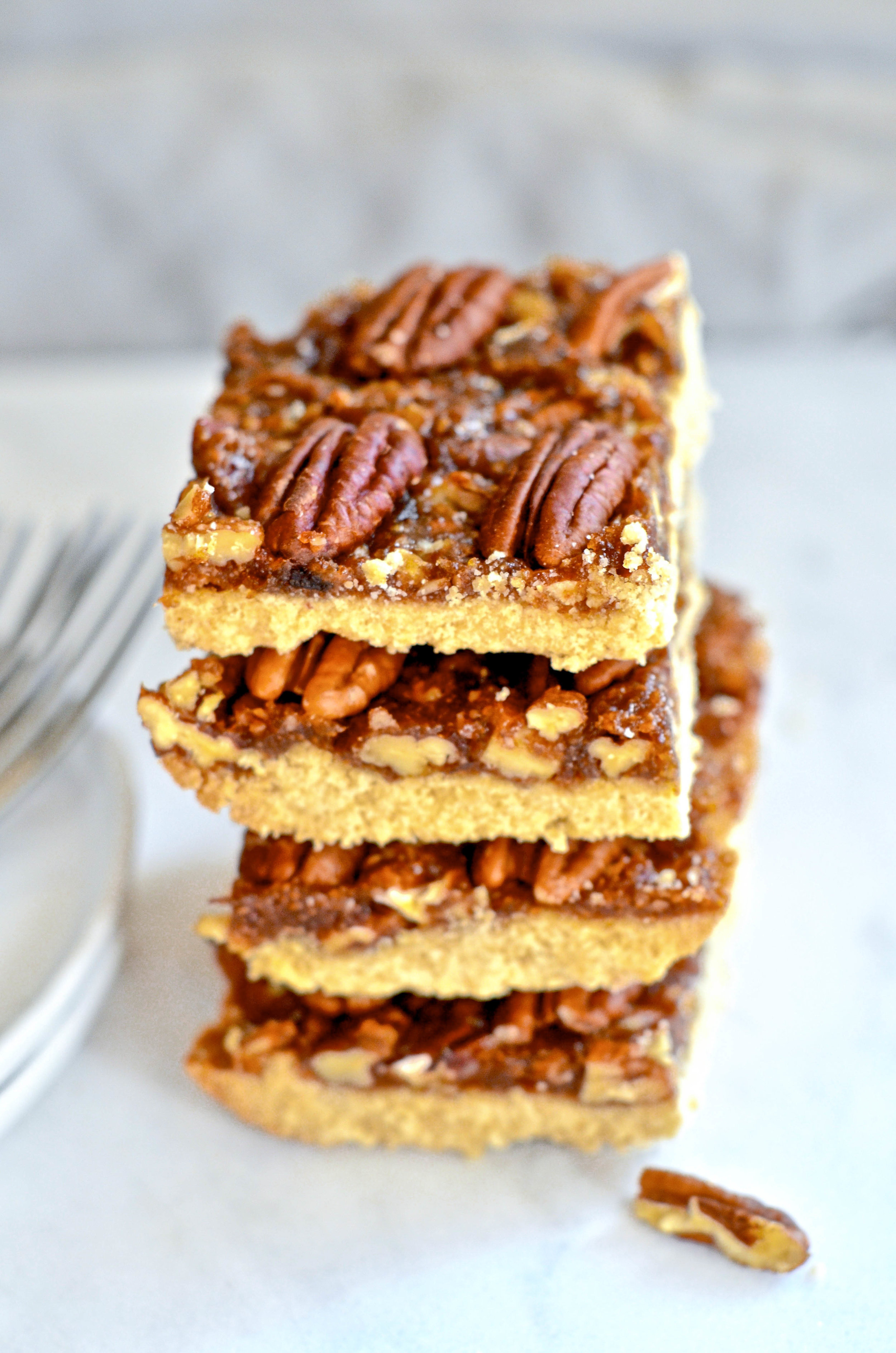 "Rich ""Buttery"" Pecan Pie Bars || Vegan Grain Free @julinovotny recipe"