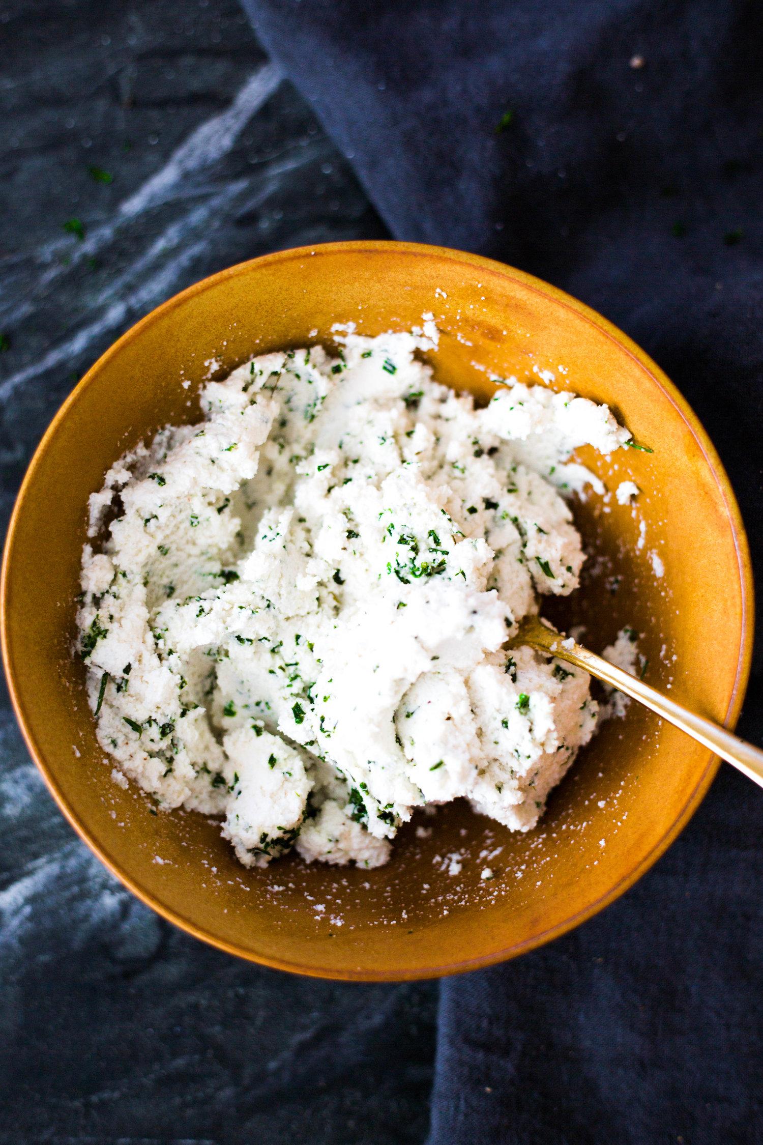 Herbed Macadamia Nut Ricotta Cheese #plantbasedcheese #purekitchenblog