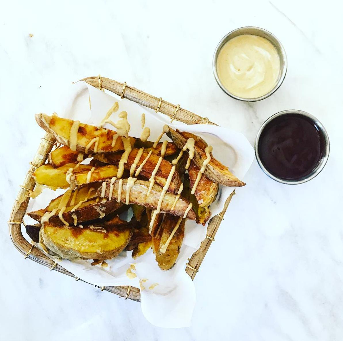 Crispy Fries with Cheesy Sauce
