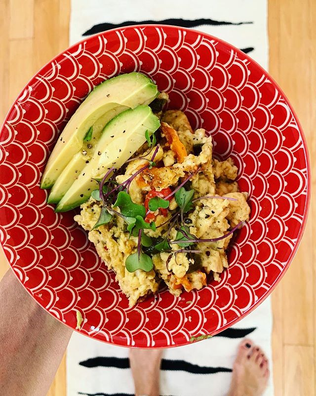 """Roasted poblano and bell peppers with @justforall eggs. Topped with avocado, @cholulahotsauce and sprouts. 😋 super easy to make an """"egg"""" scramble. Link in bio. Perfect breakfast idea for a plant-based Easter brunch. . . . . . . . . . . #healthycommunity #plantbasedpower #wholefoodplantbased #dairyfreefood #feedfeedvegan #veggiepower #plantpoweredfamilies #veganfamily #veganeating #fitfoodiefinds #whatveganscook #veganfoodlover #givemethatplant #plantbasedwholefoods #plantbasednutrition #buzzfeastfood #vegansauce #healthycomfortfood #vegancomfortfood #dairyfreelife #plantbasedvegan #healthyfoodie #healthyfoodrecipes #healthyfoodlover #healthyishappy #healthyoptions #healthyvegan #feedfeedglutenfree #glutenfreerecipes #quickandhealthy"""