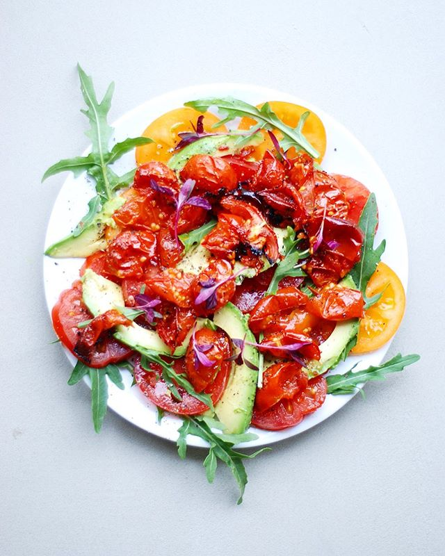 I can't wait for tomato 🍅season to be in full effect. One of my favorite things to do is combine roasted cherry tomatoes with fresh raw sweet heirloom tomatoes. Add some cracked pepper and avocado. Maybe some herbs like basil. And wow - you'll be mind blown 🤯 . . . . . . . . . #healthycommunity #plantbasedpower #wholefoodplantbased #dairyfreefood #feedfeedvegan #veggiepower #plantpoweredfamilies #veganfamily #veganeating #fitfoodiefinds #whatveganscook #veganfoodlover #givemethatplant #plantbasedwholefoods #plantbasednutrition #buzzfeastfood #vegansauce #healthycomfortfood #vegancomfortfood #dairyfreelife #plantbasedvegan #healthyfoodie #healthyfoodrecipes #healthyfoodlover #healthyishappy #healthyoptions #healthyvegan #feedfeedglutenfree #glutenfreerecipes #quickandhealthy