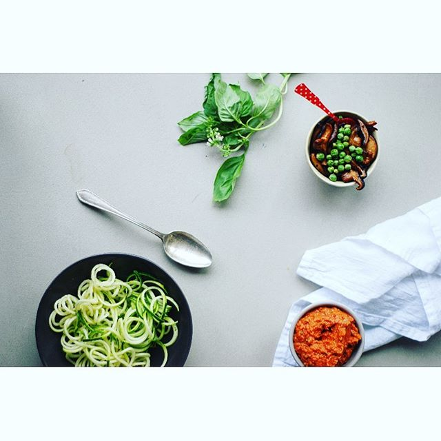 Zucchini zoodles, fresh homemade tomato sauce with a side of sautéed veggies. Combine and serve. Top with fresh basil. Healthy, delicious, energizing, simple, cleansing and easy on the stomach. Dairy-free, grain and gluten free. 😋 TGIF . . . . . . . . #plantbasedpower #wholefoodplantbased #feedfeedvegan #veggiepower #plantpoweredfamilies #veganfamily #veganeating #whatveganscook #veganfoodlover #givemethatplant #plantbasedwholefoods #plantbasednutrition #vegansauce #healthycomfortfood #dairyfreelife #plantbasedvegan #healthyfoodie #healthyfoodrecipes #healthyfoodlover #healthyishappy #healthyoptions #healthyvegan #feedfeedglutenfree #glutenfreerecipes #quickandhealthy