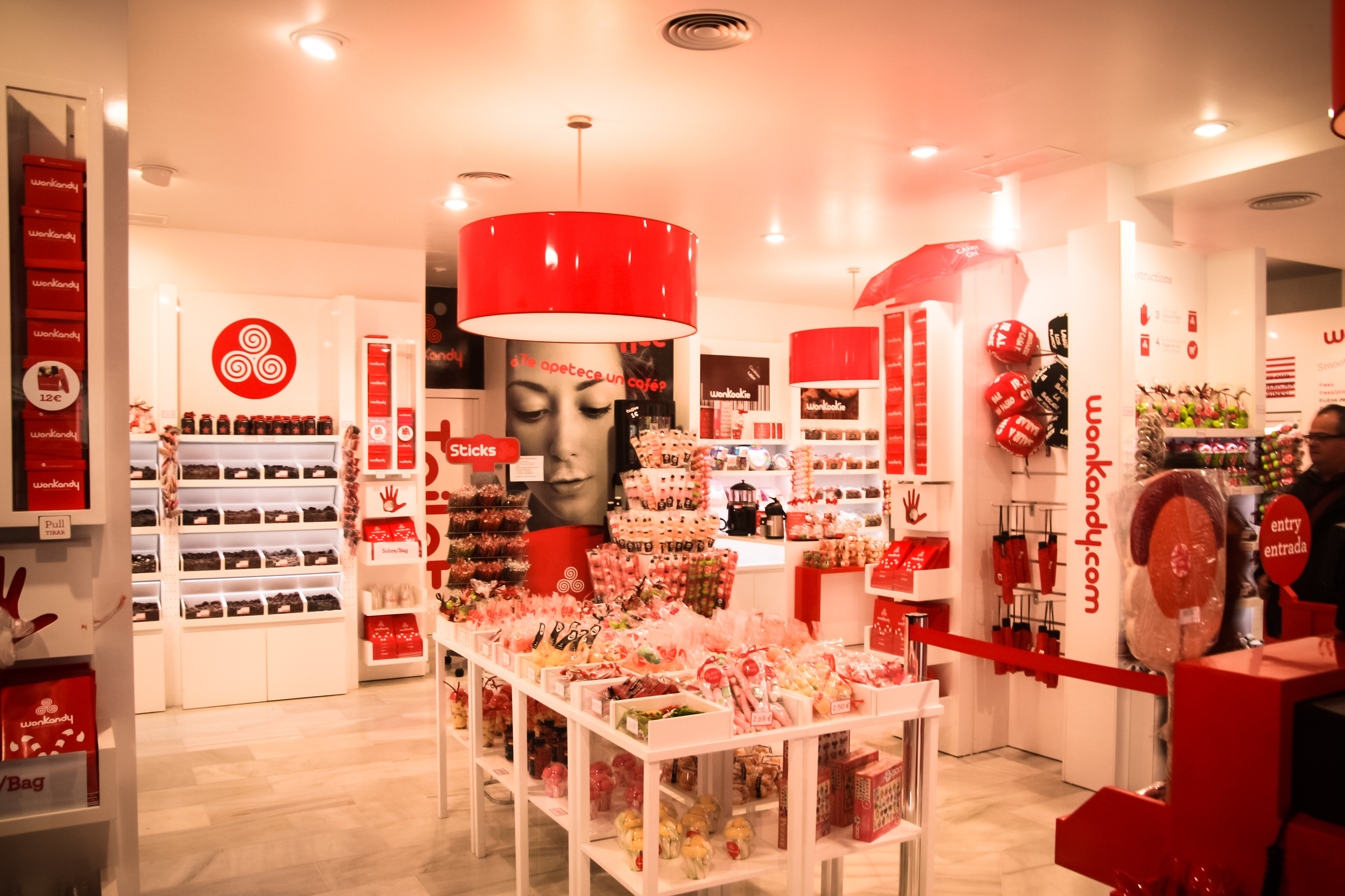 Welcome to wonkandy. Stephanie's own personal Spanish candy store heaven.