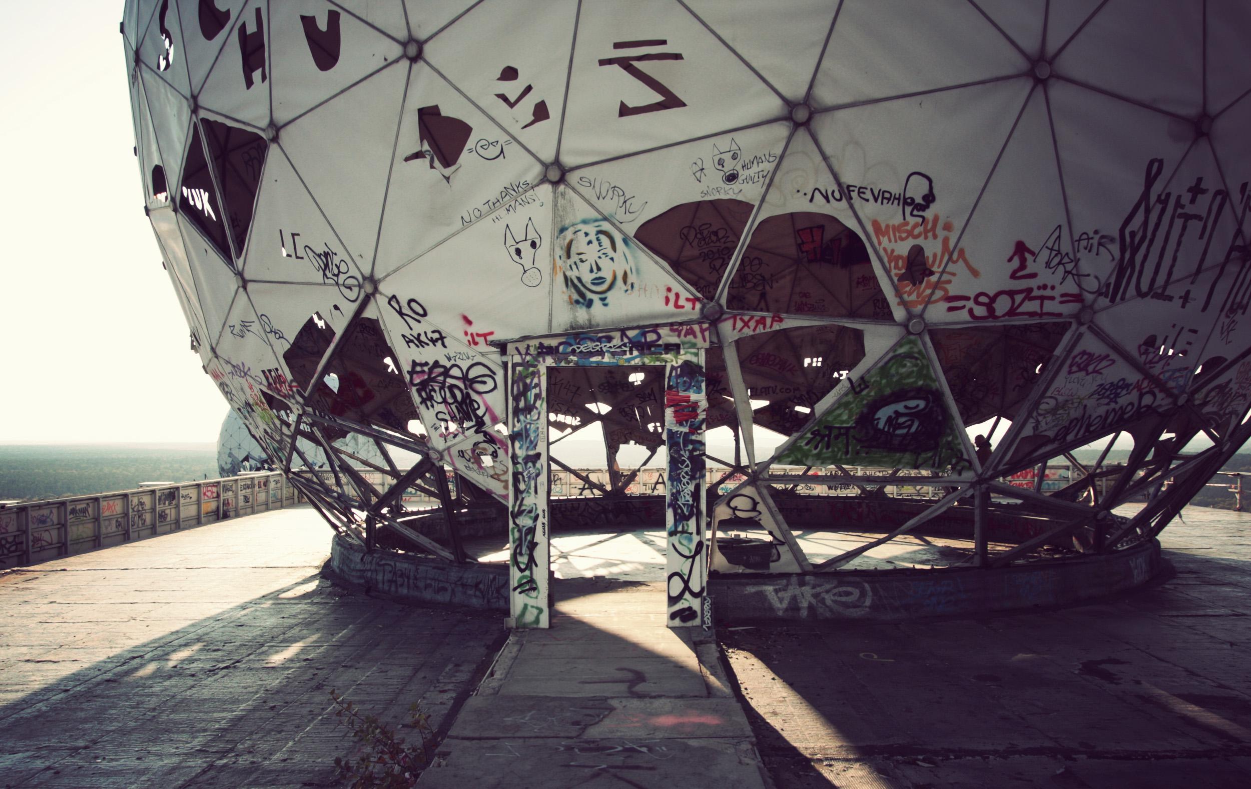 Abandoned listening domes, Teufelsberg, Gr ünewald