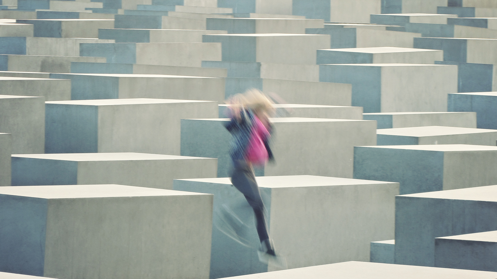 Berlin-Monument-Murdered-Jews-Europe-Holocaust-Memorial-Concrete-Peter-Eisenmann.jpg