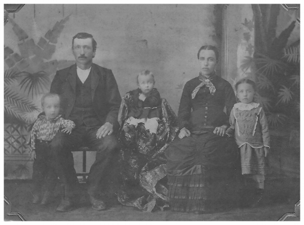 John and Anna Pimple with their three oldest children: Kate, Fred, and Wendell