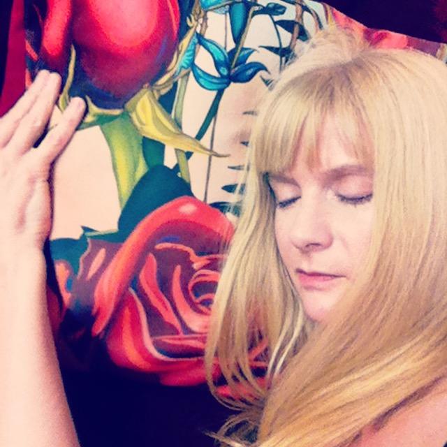 anne-dreaming-rose-pillow.JPG
