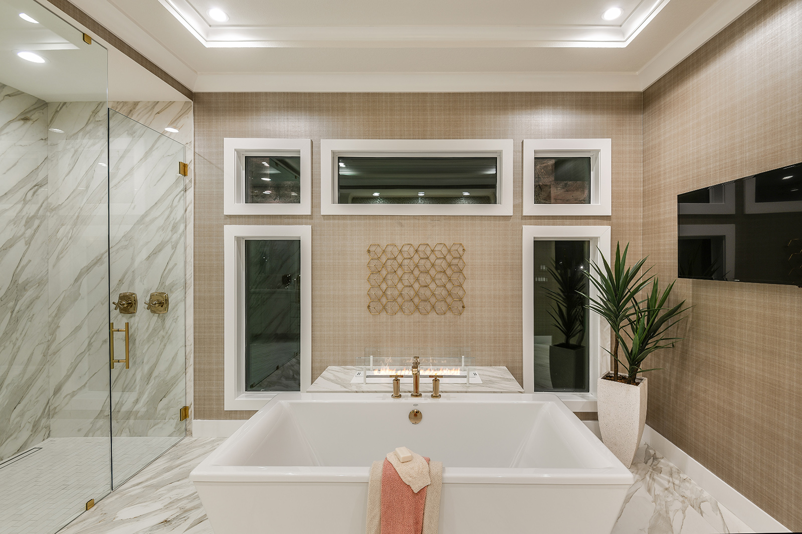 FLA-3-in-white-in-Florida-Project-by-LWHomes-Architect-Jae-Cho2.jpg