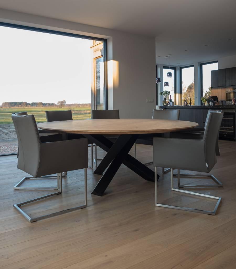 madrid-ronde-tafel-met-3-balk-poot-2.jpg