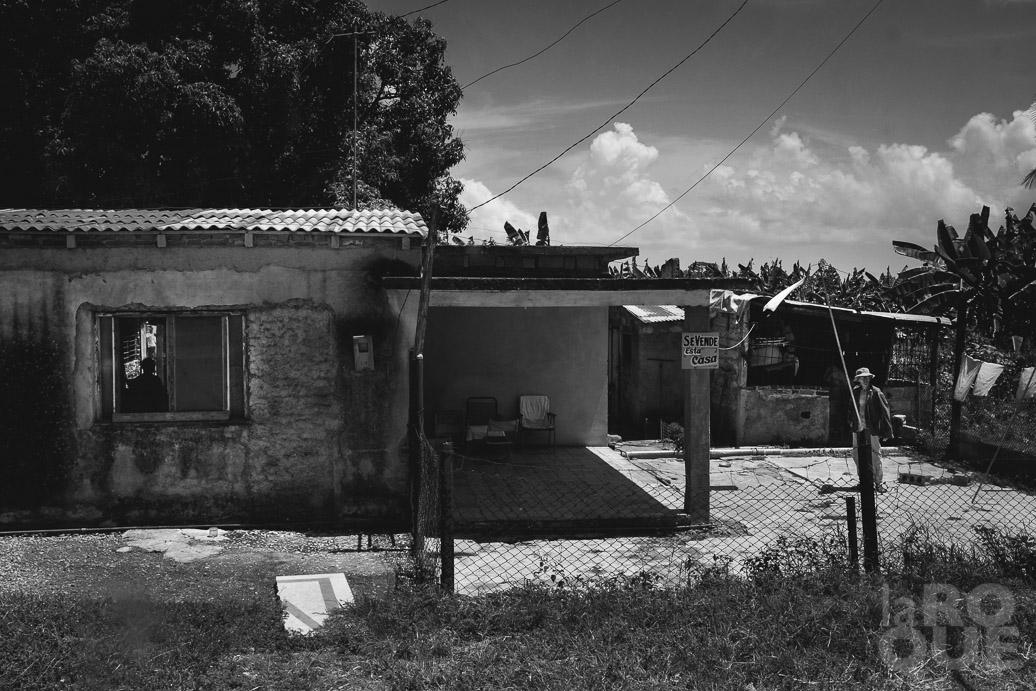 LAROQUE-bustocaibarien-03.jpg