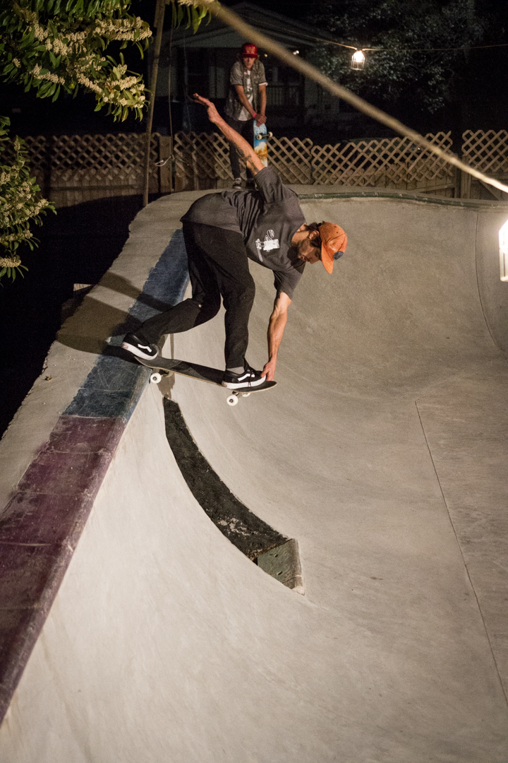 Warmer nights means longer sessions. Yonkers back crails the doorway in heaven.