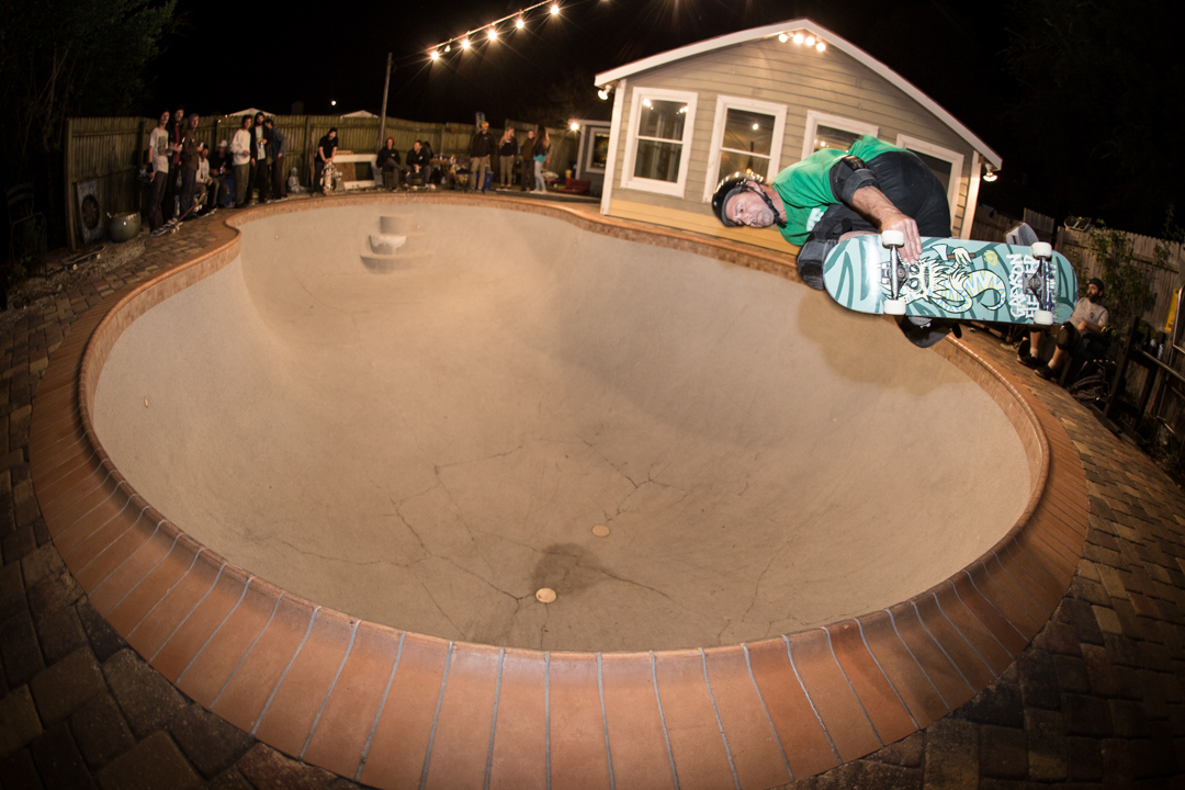 That night we went to Otis' bowl and it was big and scary and kinda cold.  Otis had no problem boosting backsides out of it though.