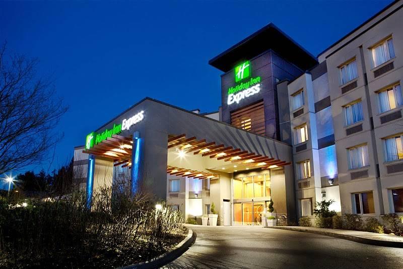 Holiday Inn Express  (Langley, BC)