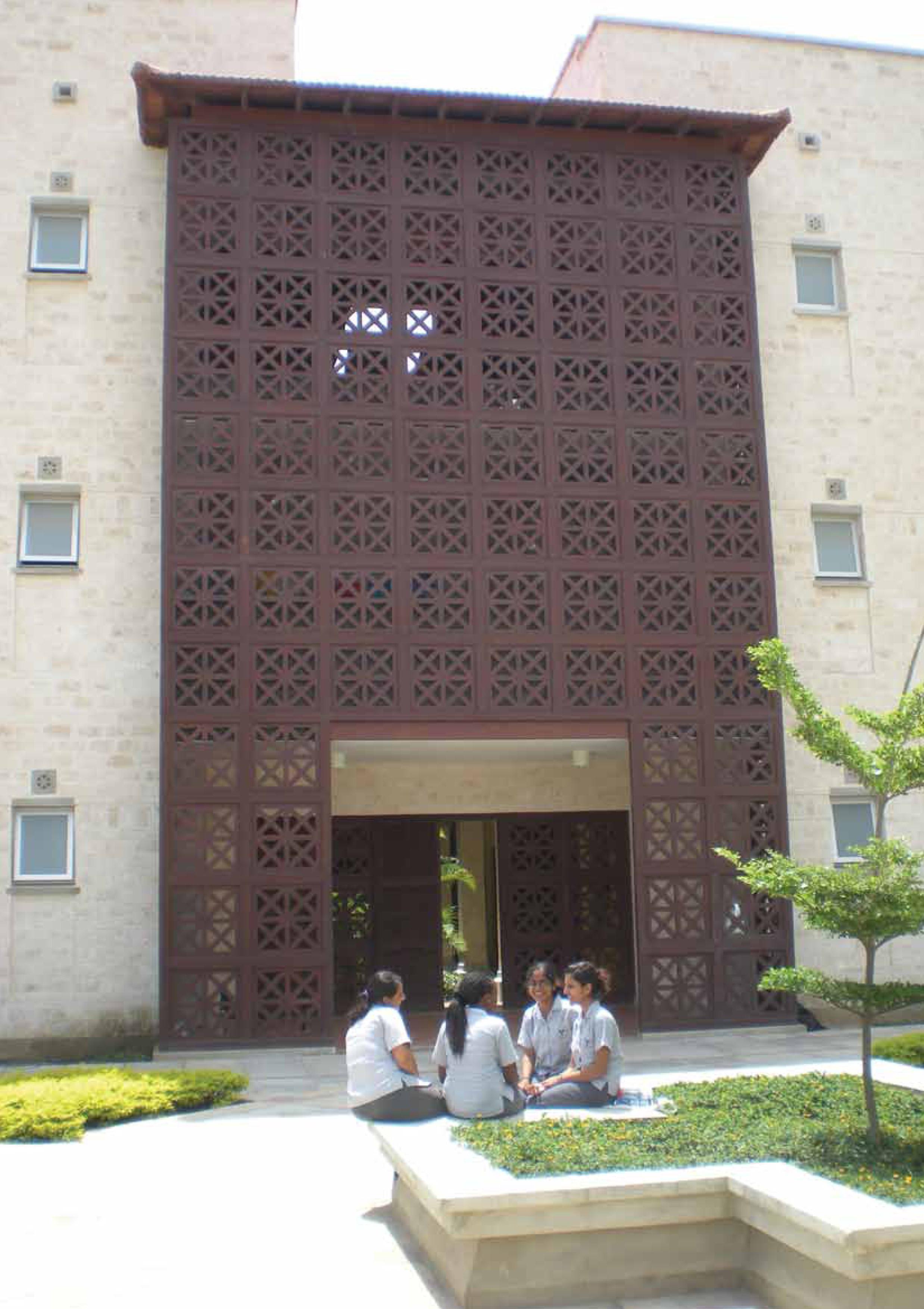 akam-courtyard.jpg