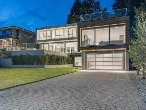 Private Residence - 1360 Queens Avenue  ( West Vancouver, BC )